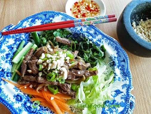 VIETNAMESE LEMONGRASS BEEF & RICE NOODLE SALAD I love beef – in all ...