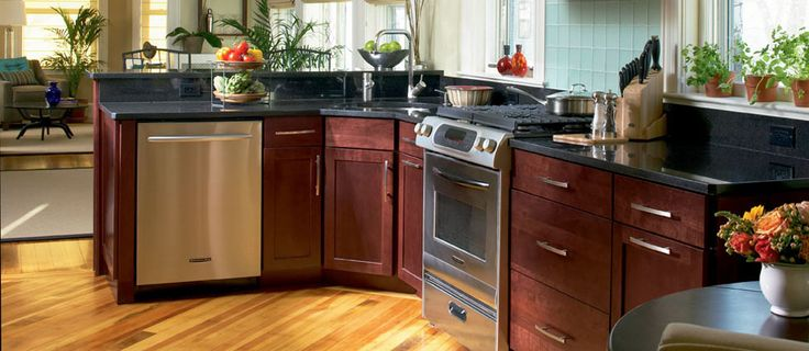 Lowe 39 s shenandoah breckenridge cherry bordeaux cabinets for Cherry bordeaux kitchen cabinets