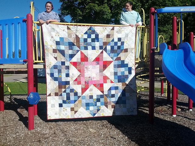 My Aunt's quilt: a giant Swoon free motion quilted on a domestic machine | Flickr - Photo Sharing!