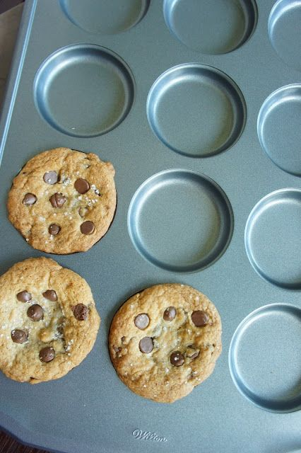 yums and loves: Chocolate chip cookies in a Whoopie Pie Pan