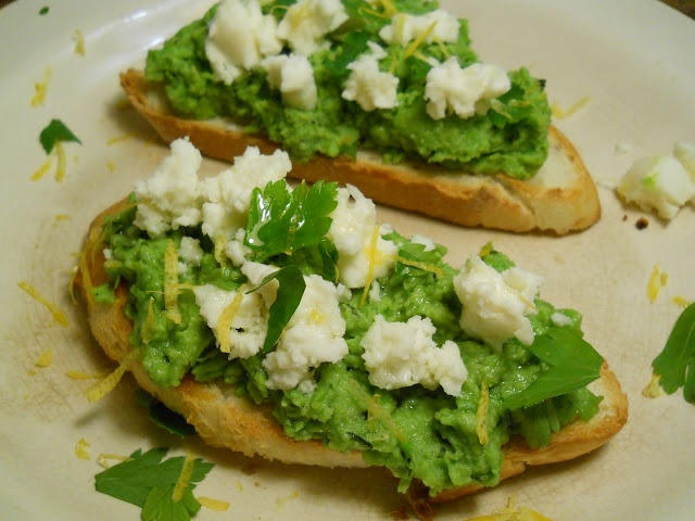 Pea, Mint and Goat Cheese Bruschetta   amuse-bouche, appetizers, dips ...
