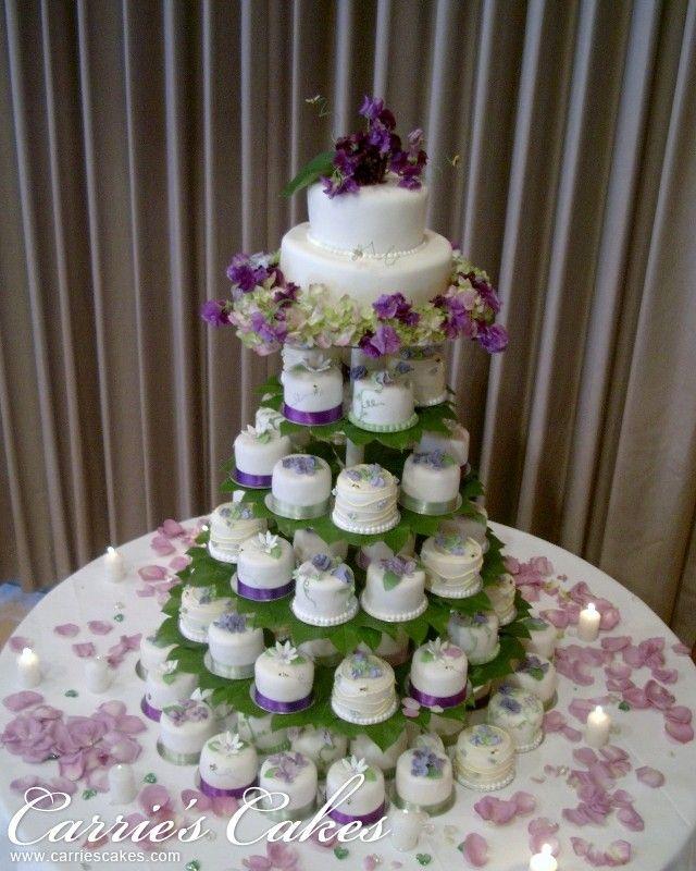 wedding Cake Tree of cupcakes Hochzeitstorte aus Cupcakes gemacht. Mal ...