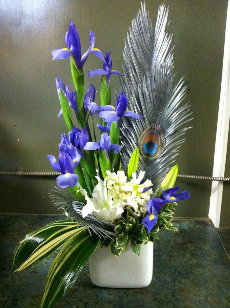 Floral arrangement with peacock feathers anything - Peacock arrangements weddings ...