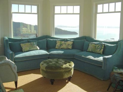 Sectional sofa bay window rooms i 39 d like to live in for Bay window furniture