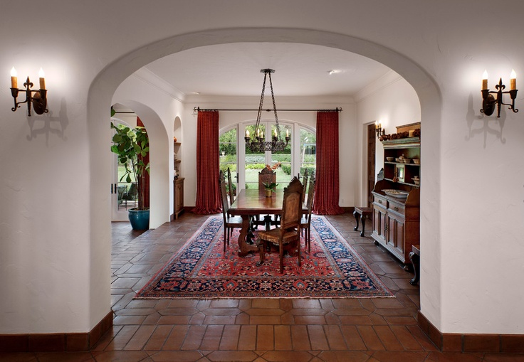 Dining room in a spanish colonial home mi casa for Dining room in spanish