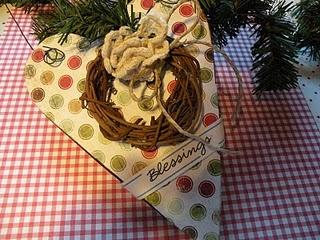 Ornament @ Deckthehalls-Christmas.blogspot.com