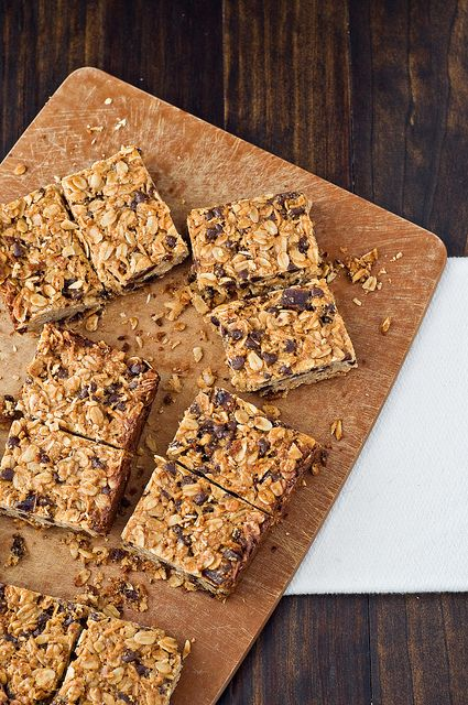 Thick and Chewy Granola Breakfast Bars » Cook Like a Champion