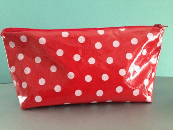Retro large red and white polka dot oilcloth makeup cosmetic zipp