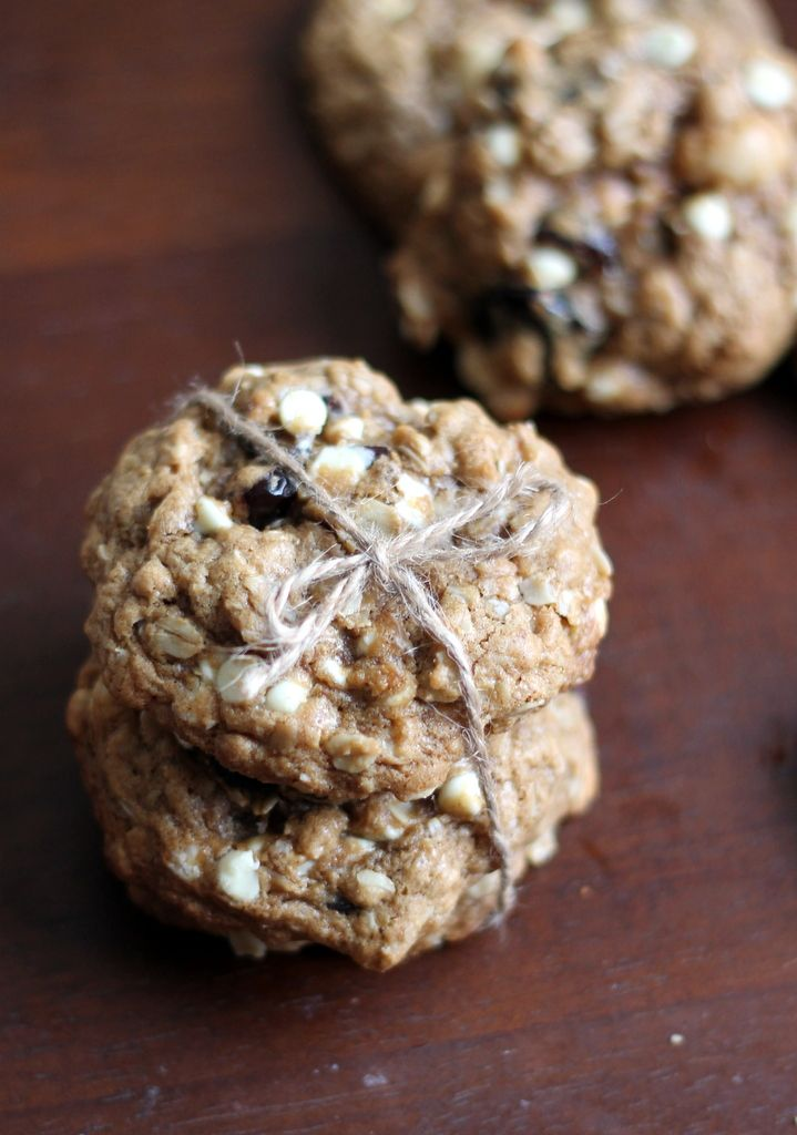 Thick & Chewy White Chocolate Cherry Macadamia Nut Oatmeal Cookies ...