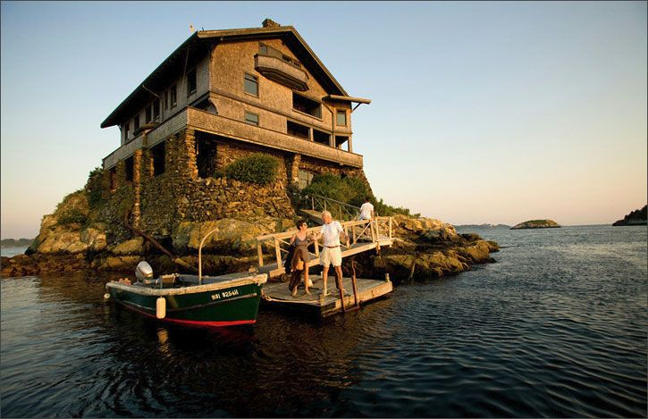 An Unusual 105 Year Old Mansion In Rhode Island S Narragansett Bay