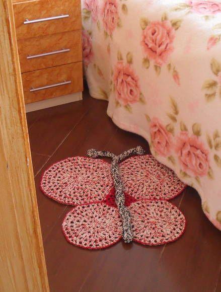 """Tapete de barbate infantil em crochê """"borboleta"""" Dimensões:0.55x0.55. Confecciono em outros tamanhos e em bichinhos também."""