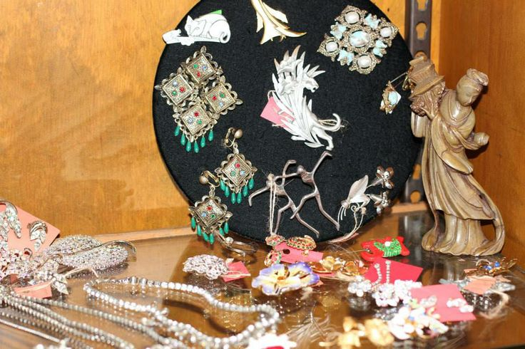 MODERN VINTAGE JEWELRY & ACCES in HARTFORD, CT - Vintage Clothing