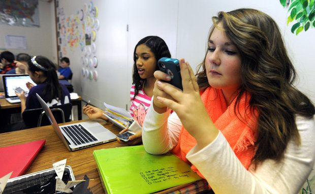 Smartphones move into classes — with school district's blessing   #BYOD #BYOT