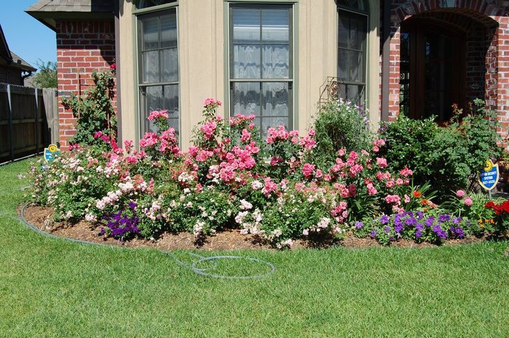 Pin by laura mangin on landscaping and decor for our for Flower beds in front of house