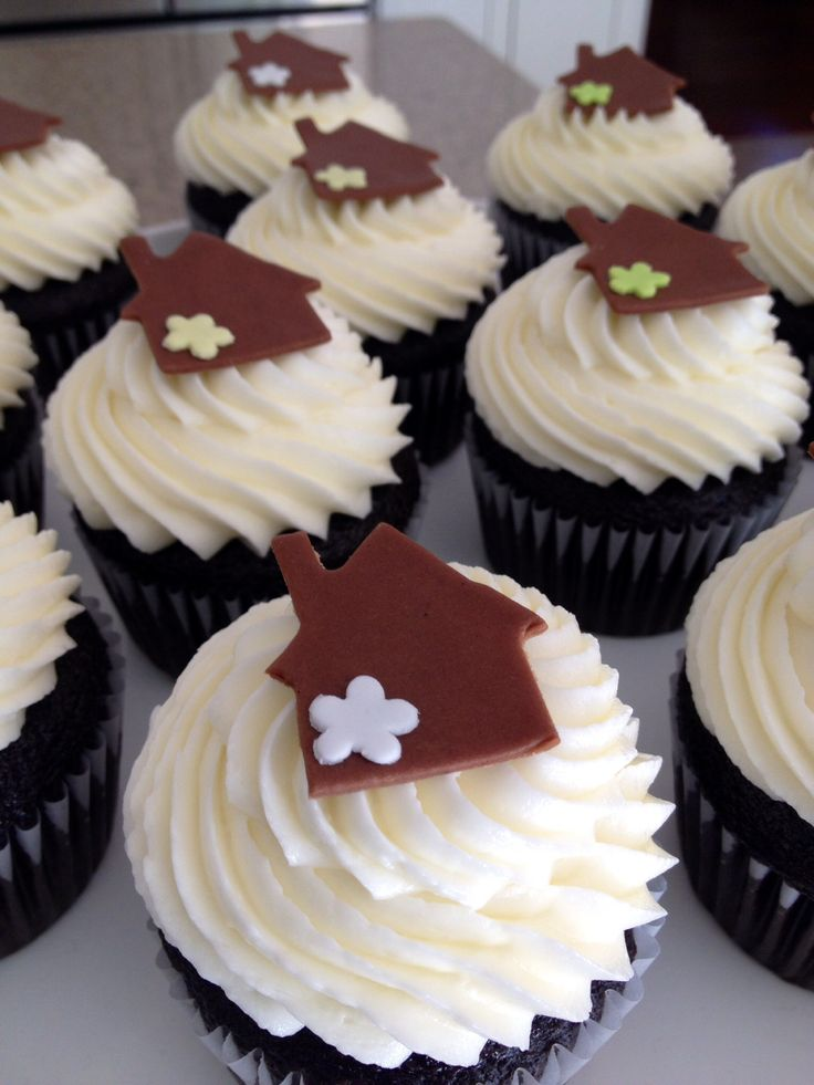 Cake Designs For Housewarming : Housewarming cupcakes! Cake Design for Real Estate ...
