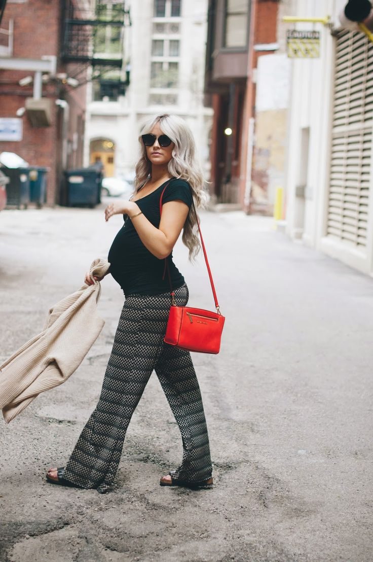 Ruched maternity top outfit idea // CARA LOREN: The Streets of Chicago