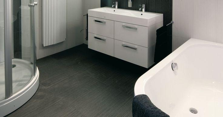 kiezen van een badkamervloer, zul je niet meteen denken aan hout op ...
