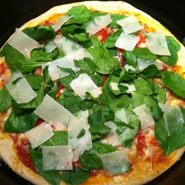 ... http://www.marthastewart.com/875378/sausage-arugula-and-parsley-pizza