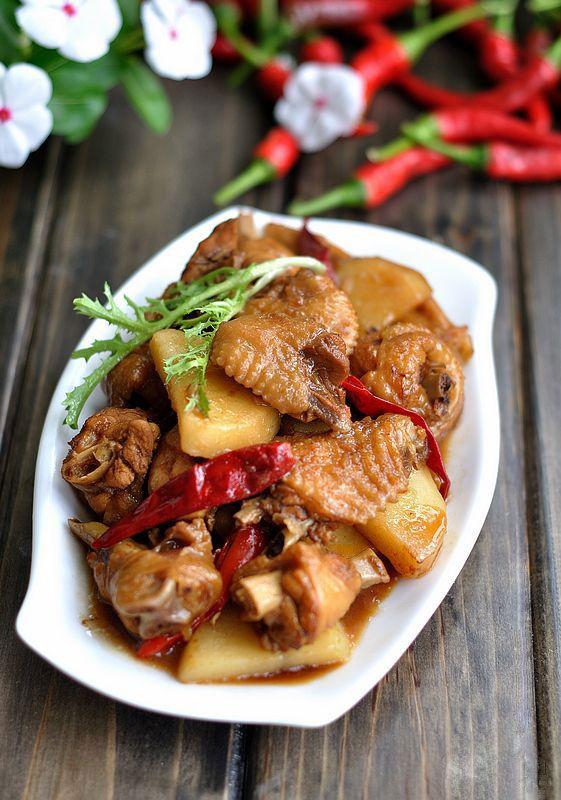 Stewed Chicken in Beer Sauce ♦ chicken, sliced potato, beer ...