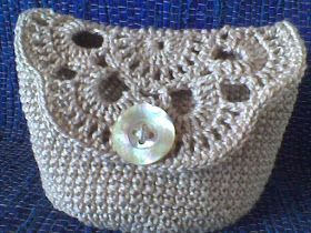Crochet Cosmetic Bag Pattern : crocheted cosmetic bag free diagram and photo tutorial not english but ...