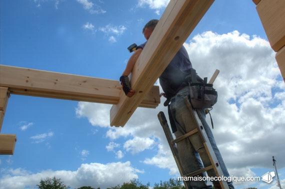 Maison bois  pose madriers terrasse  Autoconstruction  Selfconst