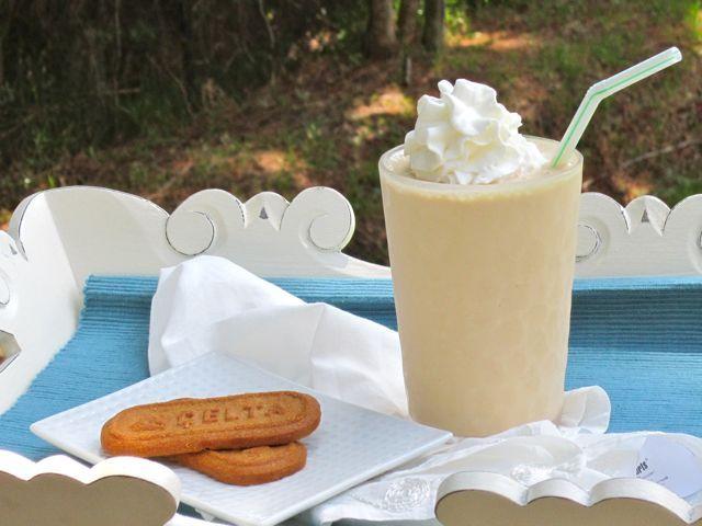 Biscoff Milkshake with Biscoff cookies | Food: Beverages | Pinterest