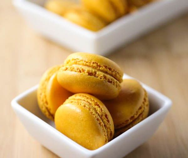 Pumpkin Macarons. @Tiffany McDaniel maybe I could make these for our ...