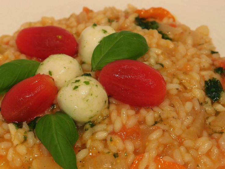 Tomato, mozzarella and basil risotto | Vegetarian recipes by The VegH ...