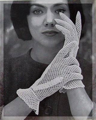 Dantel eldivenler bir dönemin en önemli stil sembollerinden biriydi. #vintage#cool#moods#style#fashion#design#popular#love