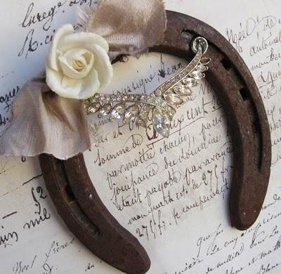 Horseshoe decoration