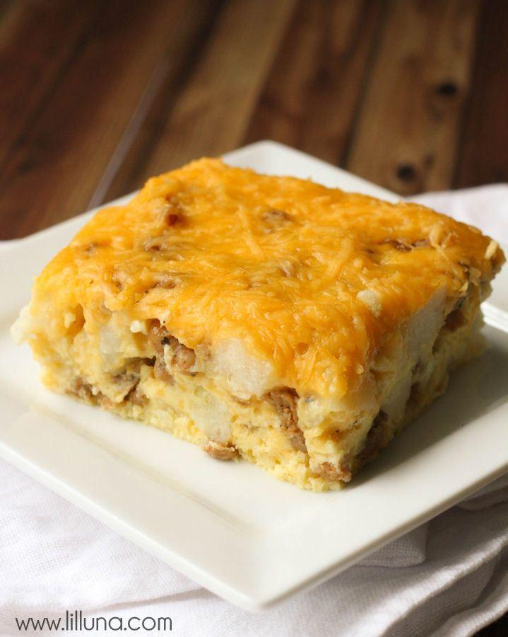 Cheesy Potato Breakfast Casserole recipe { lilluna.com }