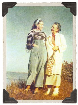 Grey Gardens Online - Your one-stop source for all things Grey Gardens including Edie Bouvier Beale, Edie Beale