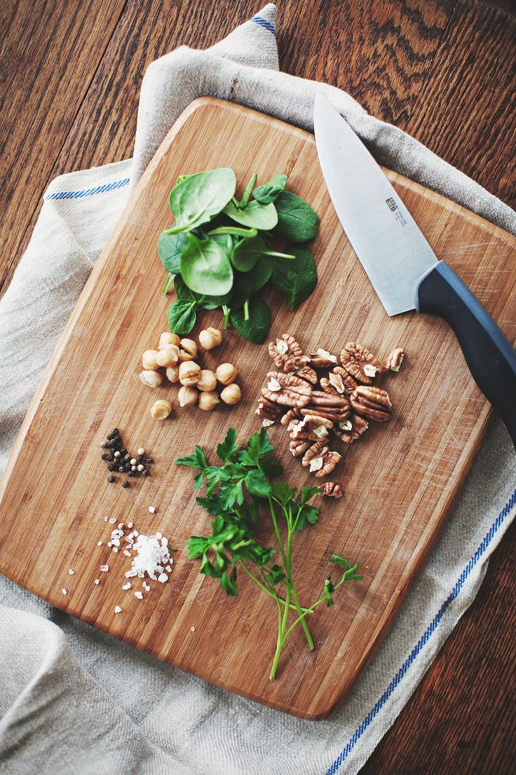 spinach pear quinoa salad with chick peas and pecans