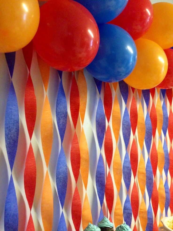 Balloons and streamer backdrop ian 39 s 3rd birthday for How to make a balloon and streamer backdrop