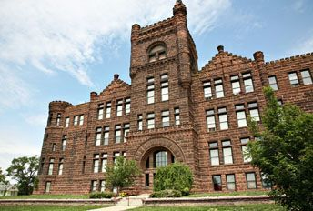 Castle On The Hill Apartments Sioux City Iowa