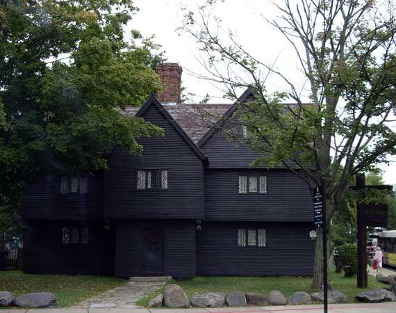 Salem witch house haunted halloween pinterest for Salem house