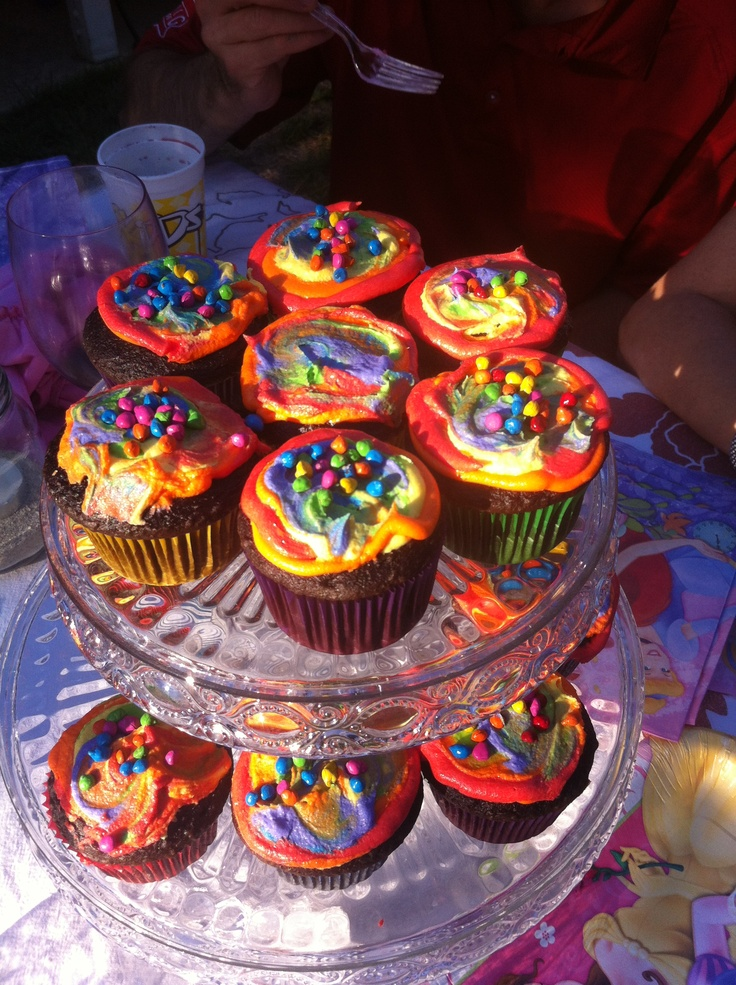 Bright rainbow cupcakes | Busy Bee Cakes | Pinterest