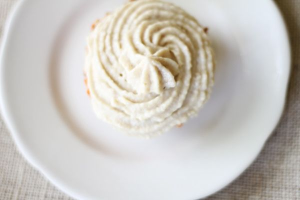 Raw Carrot Cupcakes with Cashew Buttercream (raw food)
