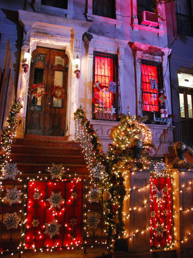 Century-Old Harlem Brownstone Decorated for Christmas | Christmas ...