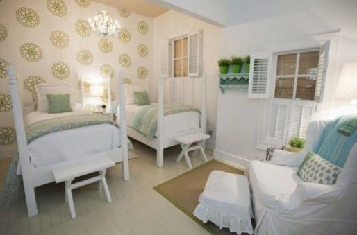 Cozy cottage bedroom decorating style cottage yum for Cozy cottage bedroom ideas