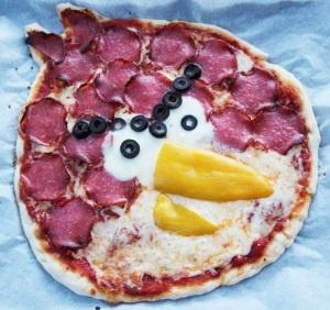 ... pizza - Red Bird: cheese, salami, mozzarella, black olives, yellow