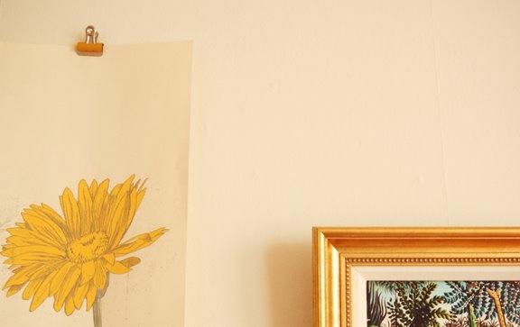 how to hang posters without frames hang it shelves hooks storag. Black Bedroom Furniture Sets. Home Design Ideas