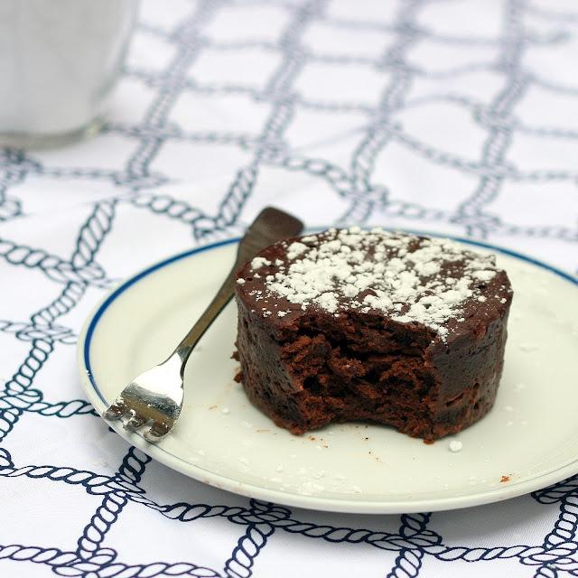 Single Serving Mocha Fudge Cake - Vegan | Yummy | Pinterest