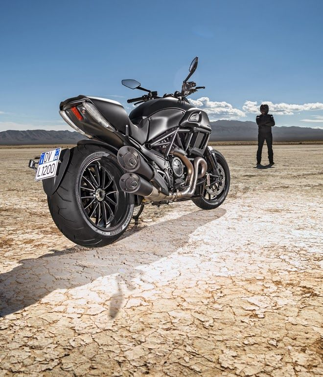 Ducati Diavel 2015 Photos and Video