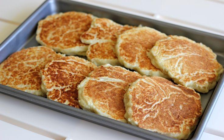 Lemon Ricotta Pancakes with Blueberry Sauce - Super easy, oh-so-light ...