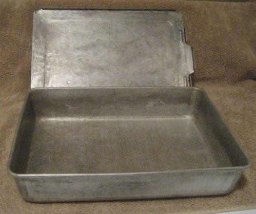 Mirro Aluminum Cake Pan With Sliding Lid