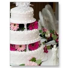 Beautiful daisy wedding cake