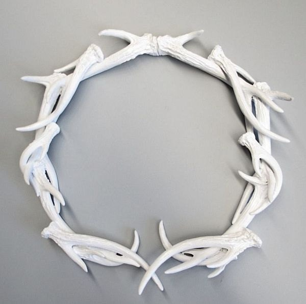 Antlers wreath deer head antler wreath antler decor for Antlers for decoration