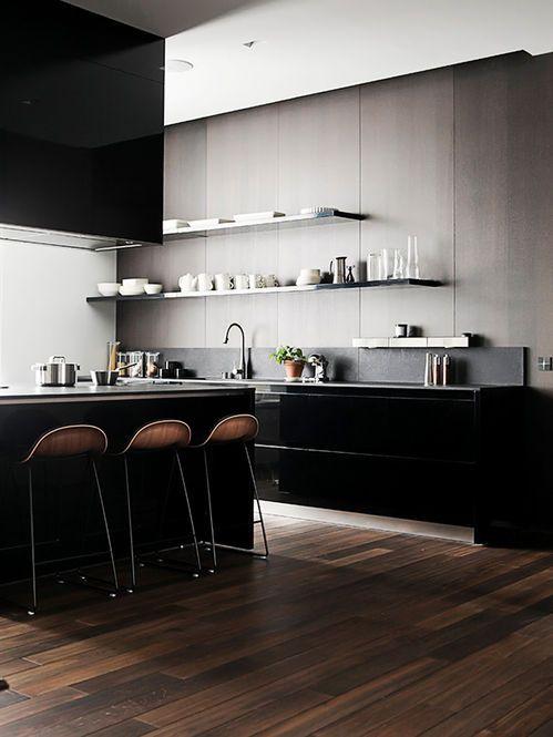 Cozinha com Piso de Madeira. Designer: Joanna Laajisto.
