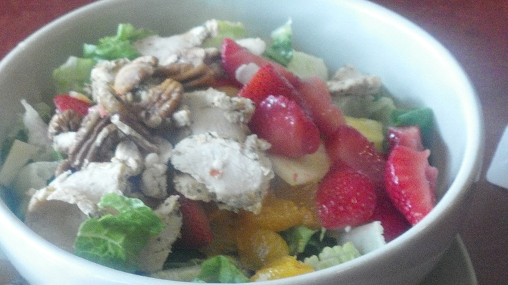Summer Salad: Chicken, Strawberry, Mandarin Oranges, Feta or Bleu ...